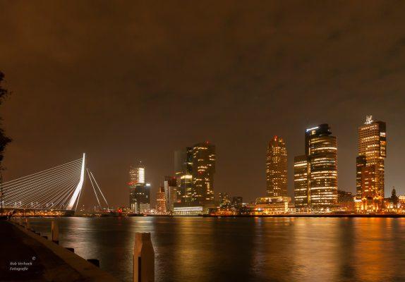 Rob Verhoek Fotografie, Kop van Zuid bij nacht